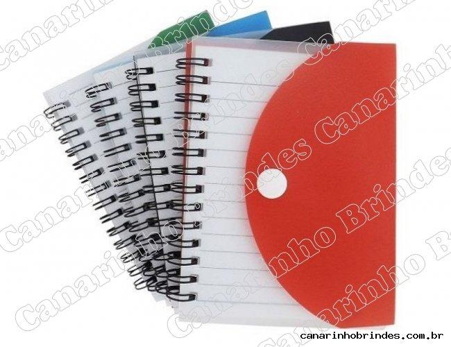 https://www.canarinhobrindes.com.br/content/interfaces/cms/userfiles/produtos/bloco-de-anotacoes-capa-pvc-1-canarinho-brindes-313.jpg