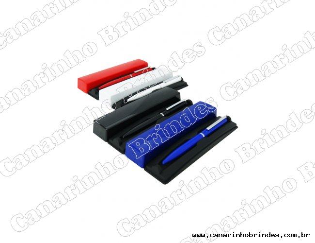 https://www.canarinhobrindes.com.br/content/interfaces/cms/userfiles/produtos/estojo-plastico-com-caneta-metal-canarinhobrindes-903.jpg