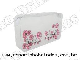 https://www.canarinhobrindes.com.br/content/interfaces/cms/userfiles/produtos/necessaire-flores-687.jpg